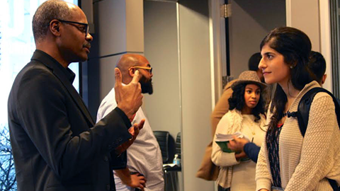 Jeff Blount talks with Master's in Journalism student
